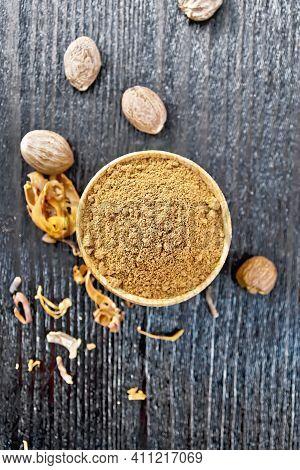 Nutmeg Round In Bowl On Dark Board Top