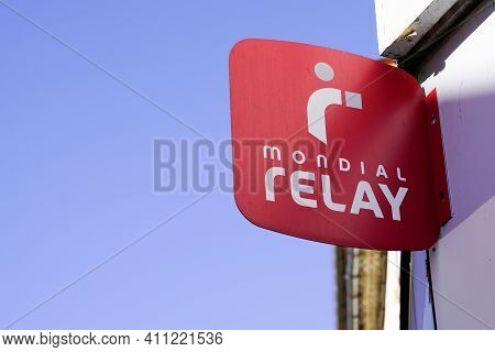 Bordeaux , Aquitaine France - 02 25 2021 : Mondial Relay Delivery Red Shop Sign Text And Brand Logo