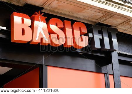 Bordeaux , Aquitaine France - 03 03 2021 : Basic-fit Logo Sport Fitness Club Sign Brand And Text Log