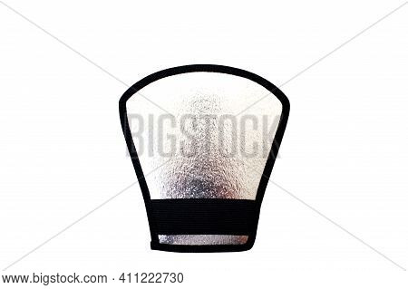 Silver-colored Reflector Visor To Diffuse Light From The On-camera Flash.