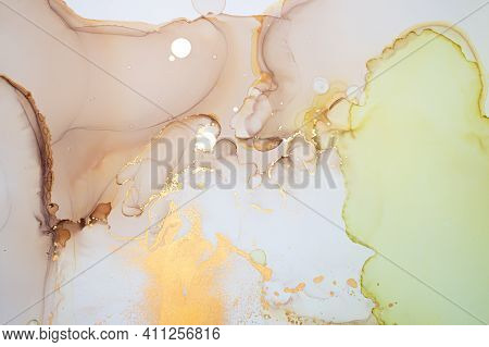 Golden Abstract Liquid. Alcohol Ink Drops. Colorful Flow Illustration. Ink Acrylic Pattern. Abstract