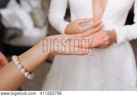 Wedding Earrings On A Female Hand Wear, She Takes The Earrings, The Bride Fees, Morning Bride, Woman