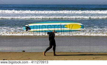 San Diego,ca - November 14,2016:an Unidentified Surfer Wearing A Wetsuit On A Pacific Beach In San D