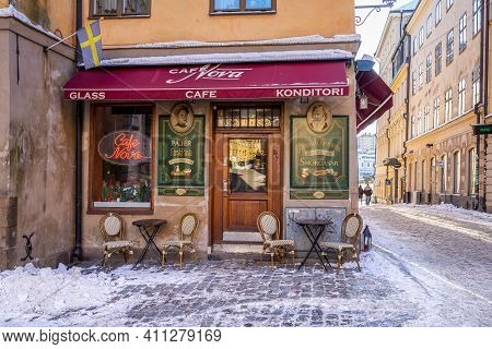 Stockholm, Sweden - February 13, 2021: City Winter Scene With Snow. Exterior Of Old Vintage Little C
