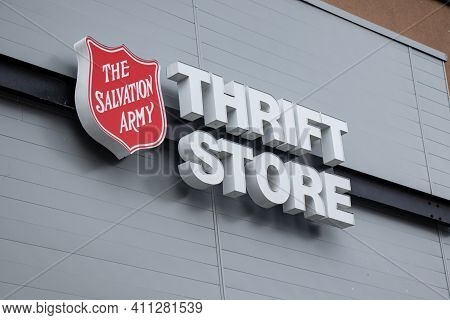 Courtenay, Canada - September 1, 2020: View Of Salvation Army Thrift Store In Downtown Courtenay