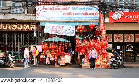 Bangkok Thailand - February 10, 2019 : Chinese Lantern Stall And Other Products For Use In Chinese T