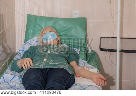 02 March 2021, Omsk, Russia.close Up Hand Of Old Woman With Saline Solution In Hospital. Old Woman R