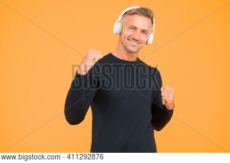 Freedom Going Wireless. Audio Book. Wireless Is Modern. Clean Sound. Modern Technology. Mature Man L