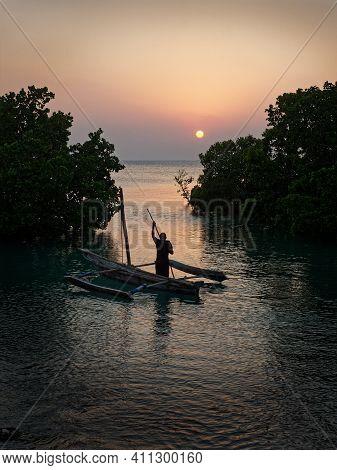 Zanzibar Island Coast (tanzania, Zanzibar Archipelago). Typical Local Aboriginal Boats In The Evenin