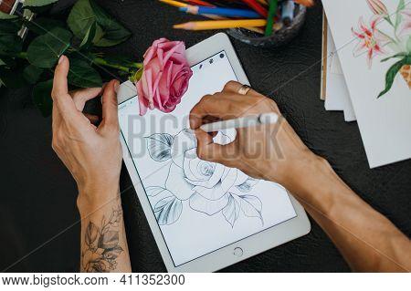 Tattoo Art Digital Process On Ipad. Tattoo Artist Working With Apple Pencil And Drawing On Ipad Pro