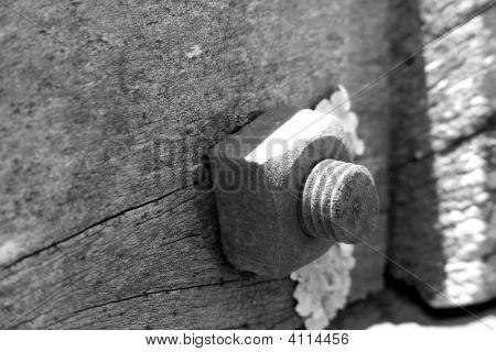 Screw In The Gate