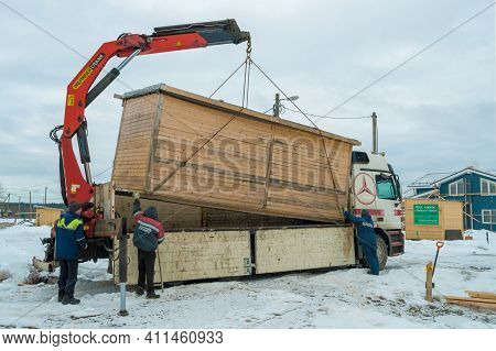 Leningrad Region, Russia - March 04, 2021: Loading Of A Construction House On A Mercedes-benz Actros
