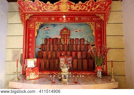 Hoi An, Vietnam, March 8, 2021: Altar Decorated With Red And Gold Colors Of A Taoist Temple In Hoi A