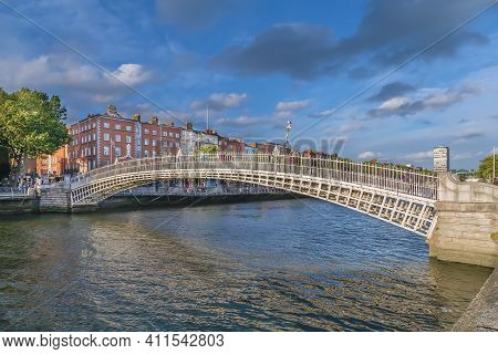 Ha'penny Bridge And Officially The Liffey Bridge, Is A Pedestrian Bridge Built In May 1816 Over The