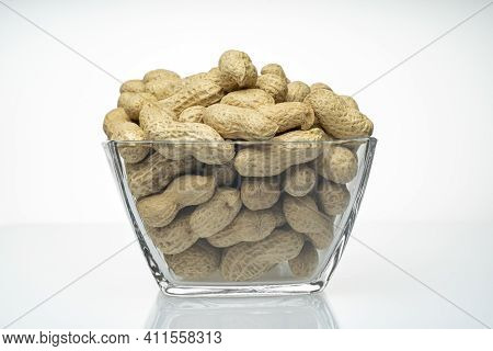Close-up, Bowl, Peanuts, Shells, Peanuts In A Glass Bowl, Isolated On A White Background, Transparen