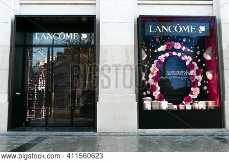 Paris, France. March 07. 2021. Facade Of The Lancome Perfumery Located On The Avenue Of Champs-elysé