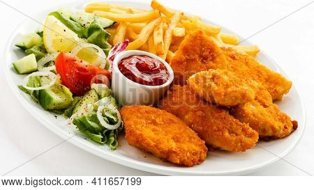 Nuggets With Tomato And Salad And Vegetables Tasty And Delicious Nuggets Fast Food Healthy Unhealthy