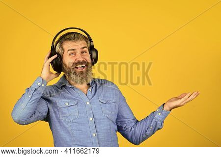 Listen Audio Book. Music Beat For Energetic Mood. His Favorite Song. Enjoy Excellent Sound Song In E