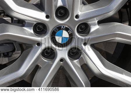 Indianapolis - Circa March 2021: Local Bmw Car Dealership. Bmw Builds Luxury And Electric Vehicles A