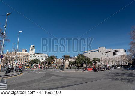 Barcelona, Spain: 2021 February 12: People Walk Along The Barcelona Promenade In Time Of Covid 19 In