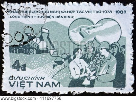 Vietnam - Circa 1984: A Stamp Printed In Vietnam Shows Hoa Binh Hydro-electric Project, Soviet Union