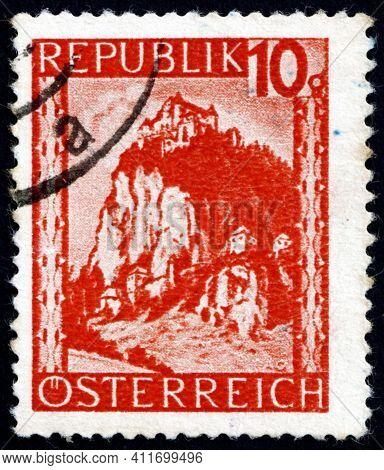Austria - Circa 1947: A Stamp Printed In Austria Shows Hochosterwitz, Carinthia, Circa 1947