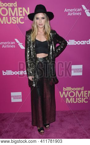 LOS ANGELES - NOV 30:  ZZ Ward arrives for  2017 Billboard Women in Music on November 30, 2017 in Hollywood, CA