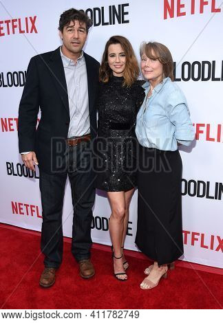 LOS ANGELES - MAY 24:  Kyle Chandler, Linda Cardellini and Sissy Spacek arrives for  the 'Bloodline' Season 3 Premiere on May 24, 2017 in Culver City, CA
