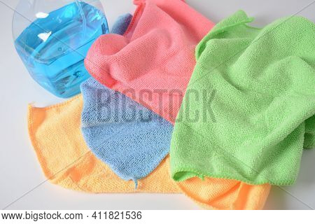 Multicolor Micro Fiber Cleaning Cloth With Static Electricity That Attracts Dust And Cleaning Spray.