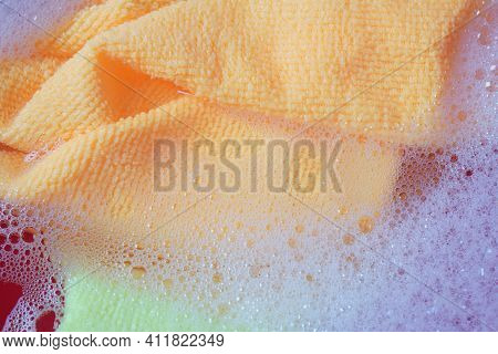 Multicolor Micro Fiber Cloth With Static Electricity That Attracts Dust In Cleaning Foam, Ready For