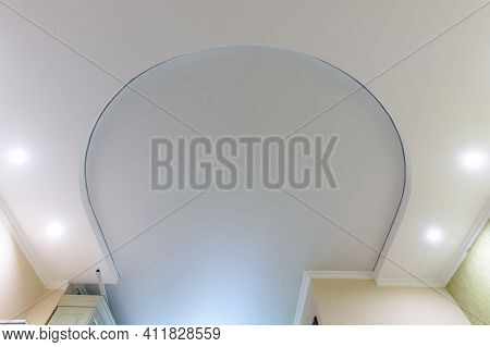 Horseshoe-shaped Two-level Suspended Ceiling, The Lower Level Is Made Of Plasterboard, The Upper Lev