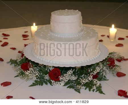 Romantic Candlelite Wedding Cake