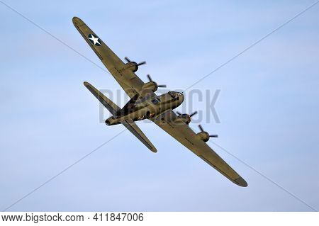 Vintage Warbird Us Air Force Boeing B-17 Flying Fortress Ww2 Bomber Plane Perforing At The Sanice Su