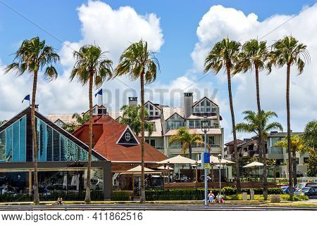 San Diego,ca - May 21,2014: Beautiful Street In San Diego With Views Of Beautiful Modern Homes,calif