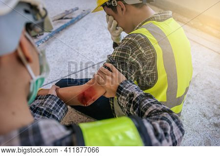 First Aid For Arm Injuries. Builder Accident In Site Work. Emergency Service. First Aid Procedure.