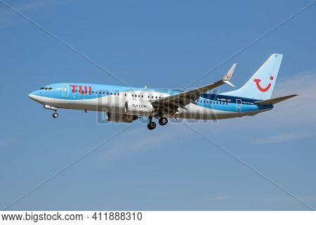 Frankfurt, Germany - Sep 11, 2019: Tui Airways Boeing 737 Passenger Airplane Landing On Frankfurt Ai