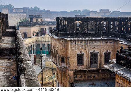 Mandawa, India - Dec 29, 2019: Colorful Painted Haveli In The City Of Mandawa, Rajasthan, India. The