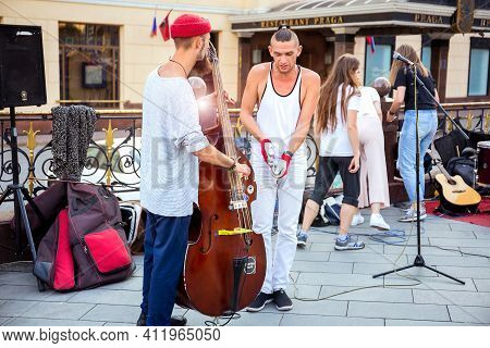 Moscow, Russia, August 10, 2018: Street Musicians Prepare For A Performance In The Center Of Moscow