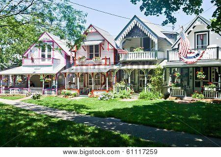 Oak Bluff Cottages