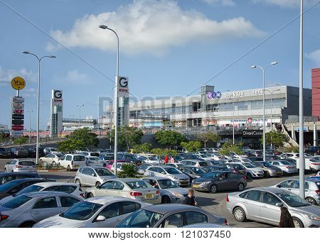 G Two shopping center in Rishon LeZion on weekend