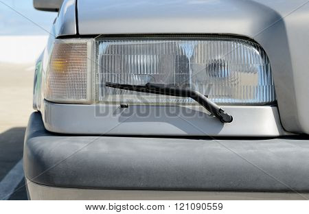 headlight with wipers, no trade marks