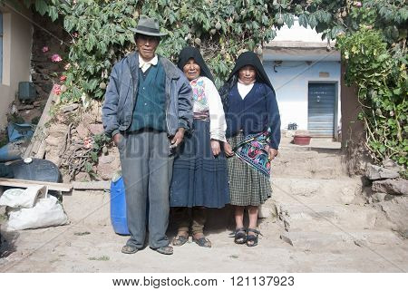 ISLA DEL SOL, BOLIVIA - NOVEMBER 2008 : Family poses for the camera with their traditional costumes . Isla del Sol, Bolivia .