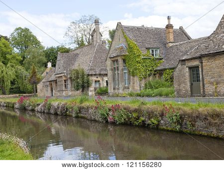 Historic english village houses by the river