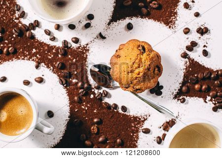muffins and coffee. Gestalt background