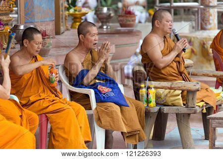 NAKHON PATHOM, THAILAND, JANUARY 16, 2016 : Buddhist monks are chanting and praying outside the Wat Samphran temple in Nakhon Pathom near Bangkok, Thailand