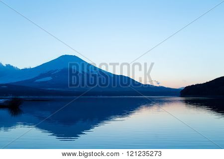 Lake yamanaka and mountain Fuji