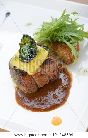 Beef filet steak with Bearnaise sauce, served with potatoes