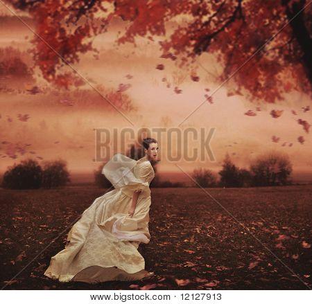 Молодая красота женщина на фоне природы