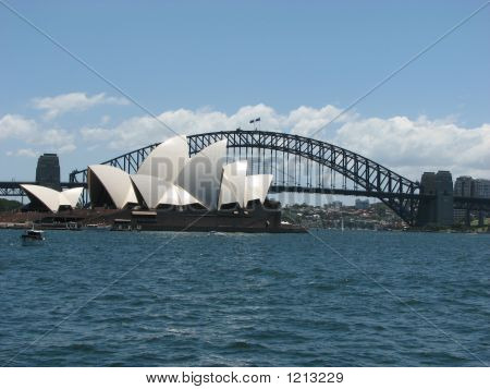 Sydney_Opera_Houseandharbour_Bridge_006