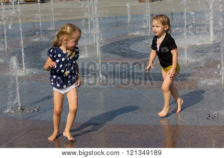 2015: Children Playing In The Fountain In The Square On A Sunny Day